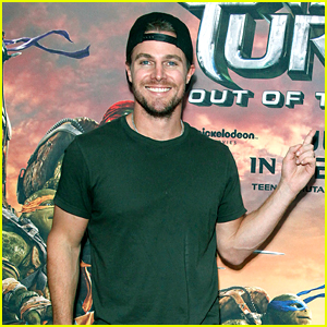 Stephen Amell Greets Fans at Philadelphia 'TMNT' Screening