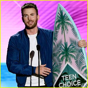 Captain America's Chris Evans Wins Big at Teen Choice Awards 2016!