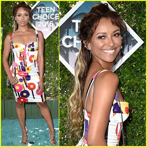 Kat Graham Works the Carpet at Teen Choice Awards 2016!