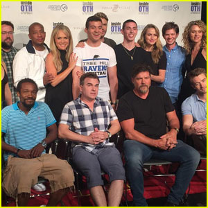 'One Tree Hill' Cast Reunites for Convention, Sings Theme Song (Video)