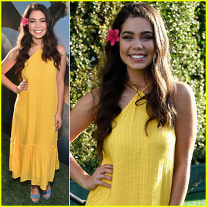 Moana's Auli'i Cravalho Looks Like a Goddess at the 'Pete's Dragon' Premiere