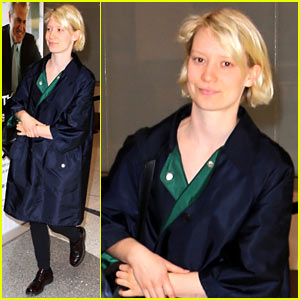 Mia Wasikowska Catches a Flight Out of LAX Airport Alongside Robert Pattinson