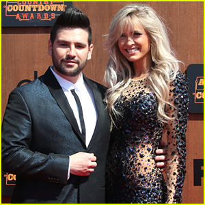 Dan & Shay's Shay Mooney Engaged to Hannah Billingsley!
