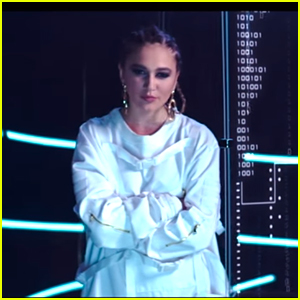 Daya Drops Glass-Shattering 'Sit Still Look Pretty' Music Video - Watch Here!