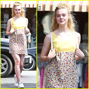 Elle Fanning Looks Pretty While Hanging Out with Friends!