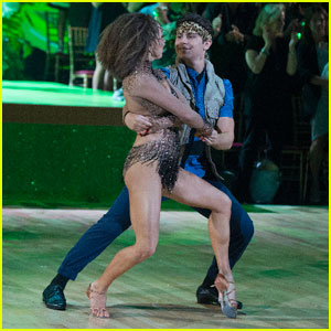 Jake T. Austin & Jenna Johnson Bring 'Diego' to Their Cha Cha - 'DWTS' Pics!
