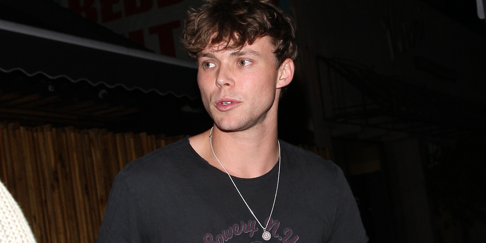 5SOS' Ashton Irwin Escapes The Bubble Wrap After 'Sounds ...