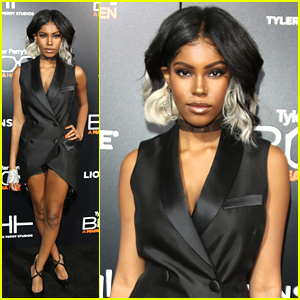 Singer Diamond White Rocks Two-Toned Hair at 'Boo! A Madea Halloween' Premiere
