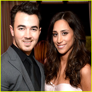 Kevin Jonas Posts First Look at Daughter Valentina!