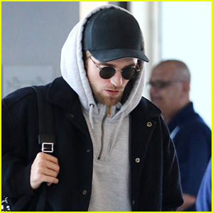 Robert Pattinson Arrives Fresh Off a Flight at JFK Airport