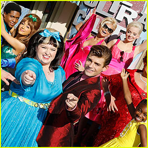 Ariana Grande & Dove Cameron Perform at Thanksgiving Day Parade with 'Hairspray Live' Cast!