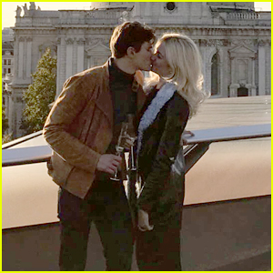 Pixie Lott Engaged to Boyfriend Oliver Cheshire!