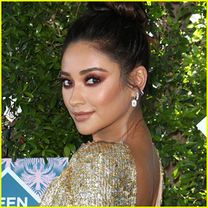 Shay Mitchell Teams Up with Smashbox Cosmetics For Exclusive Eye Palettes