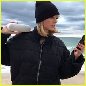 Taylor Swift's Thanksgiving Squad Does the Mannequin Challenge - Watch Now!