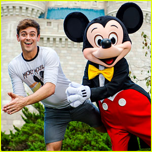 Tom Daley Visits Disney World to Surprise His Little Cousins!