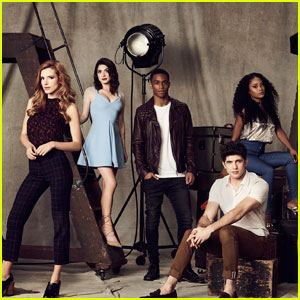 Bella Thorne's New Show 'Famous in Love' Gets Hot Cast Photos!