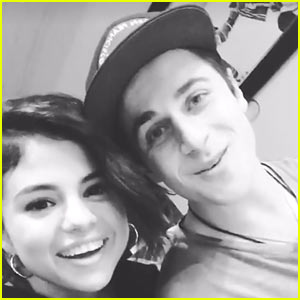 VIDEO: Selena Gomez's 'Wizards' Co-Star David Henrie Helps Her Post First Instagram Story!