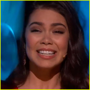 Auli'i Cravalho Didn't Let a Flag Stop Her Oscars Performance!