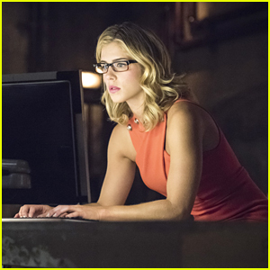 Arrow's Felicity Dives Head First Into Helix & Doesn't Take A Second Look Back