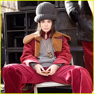 Kendall Jenner Rocks a Giant Hat for Marc Jacobs' NYFW Runway!
