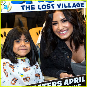 Demi Lovato Surprises Patients at Children's Hospital