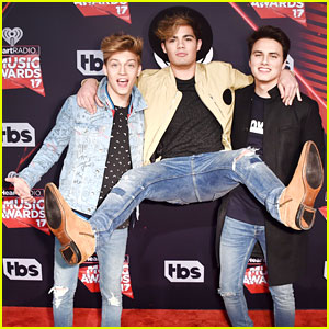 Forever In Your Mind Have Fun On The Red Carpet At iHeartRadio Music Awards 2017