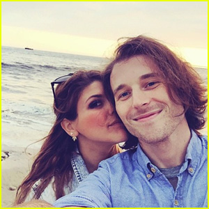 'Awkward's Molly Tarlov Marries Alexander Noyes in Desert Wedding