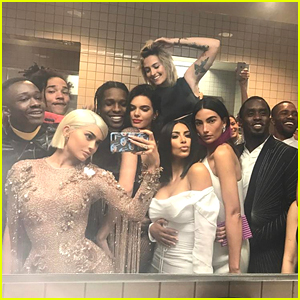 Kylie Jenner Hangs Out with Kendall, Paris Jackson, & Tons of Other Stars Inside Met Gala Bathroom!
