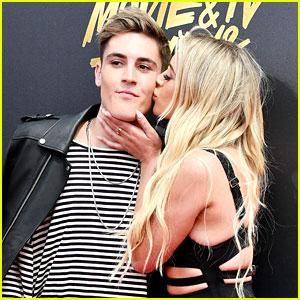 Sammy Wilk Gets a Kiss on the MTV  Movie & TV Awards 2017 Red Carpet