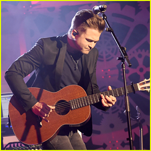 Hunter Hayes Plays The Innovation In Music Awards Ahead of CMT Music Awards