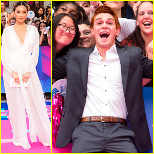 KJ Apa & Shay Mitchell Meet the Fans at iHeartRadio MMVAs 2017!