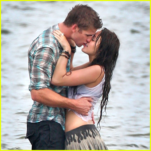 Miley Cyrus Posts Throwback Pic of Her & Liam Hemsworth's First Kiss on 'Last Song'