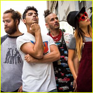 Joe Jonas Celebrates 1 Billion Streams of DNCE's 'Cake By the Ocean'