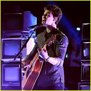 Shawn Mendes Doesn't Hold Anything Back With MTV VMAs 2017 Performance - Watch Now!