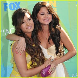 Demi Lovato Reacts to Selena Gomez's Kidney Transplant Revelation
