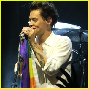 Harry Styles Supports LGBTQ Community at San Francisco Concert