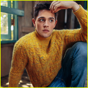 Casey Cott Dishes On Kevin's Romantic Relationships For 'Riverdale' Season 2