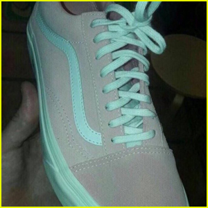 What Color Are These Shoes? Twitter Debates Over Pink/White Or Gray/Mint