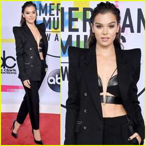 Hailee Steinfeld Gets Chic on the AMAs 2017 Red Carpet!
