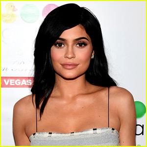 Kylie Jenner Hosted Her Family for Thanksgiving Dinner!