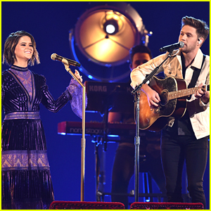 Niall Horan Performs 'Seeing Blind' with Maren Morris at CMA Awards 2017 - WATCH!