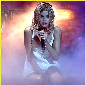 Selena Gomez Gets Bloody & Emotional for 'Wolves' Performance at AMAs 2017 - Watch Now!