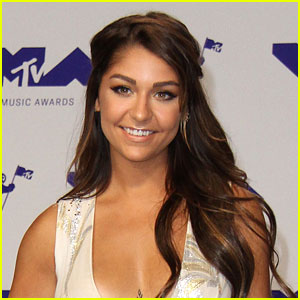 Andrea Russett Signs Film & Television Deal With Fullscreen!
