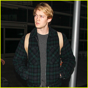 Joe Alwyn Arrives in the States After the Holidays!