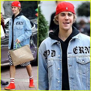 Justin Bieber is All Smiles While Getting His Christmas Shopping Done