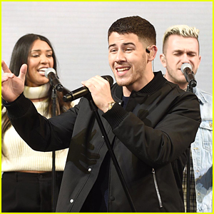 Nick Jonas Performs Surprise Concert For Fans in NYC!