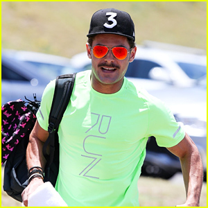 Zac Efron Heads to the Beach in Australia!