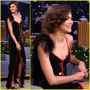 Zendaya Proves She's a Really Good Charades Partner! (Video)