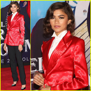 Zendaya Suits Up for 'The Greatest Showman' Mexico City Premiere!