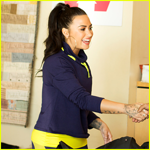 Demi Lovato Hands Out Care Packages at the Women's Shelter in LA!